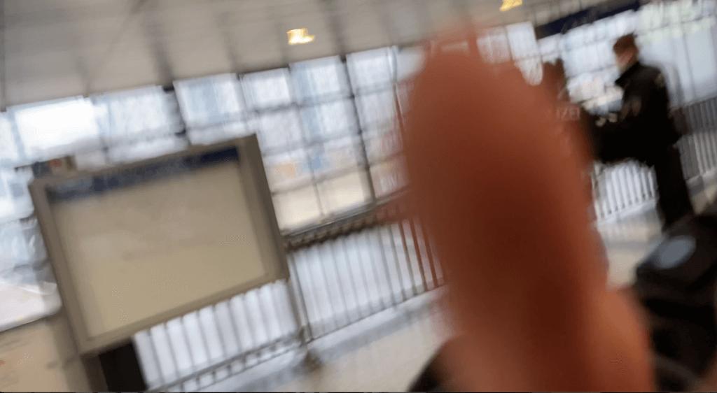 Polizei: Mit Fäusten gegen die Pressefreiheit