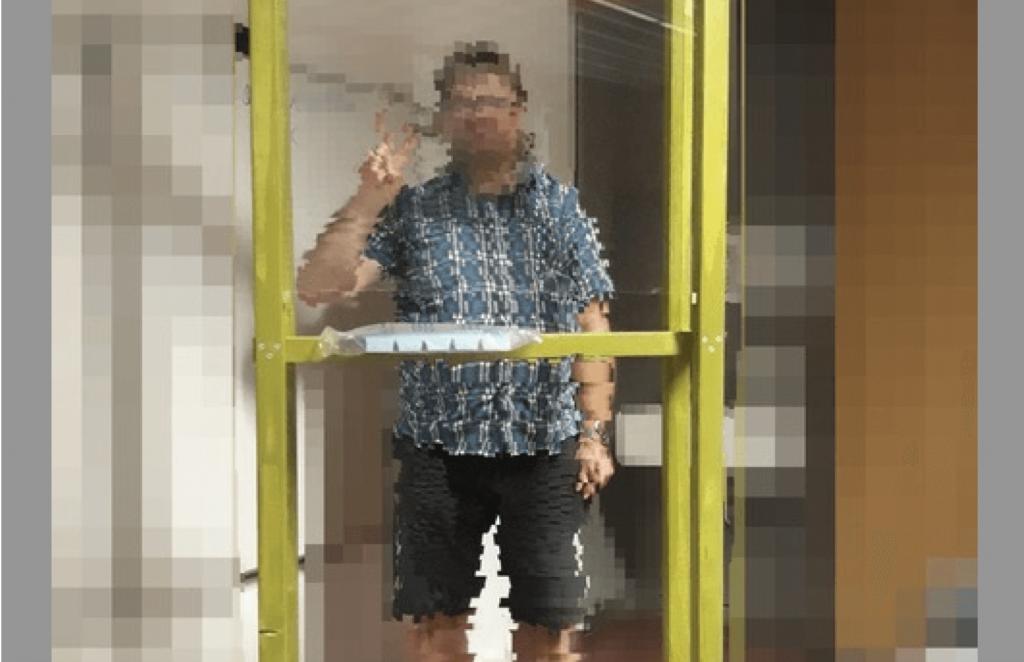"""""""Coronoia"""" – Lehrer darf nur noch im Plexiglas-Käfig in seine Schule"""