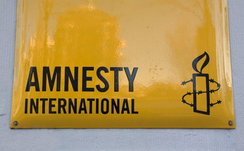 Amnesty beklagt Zensur, Schikane und Kriminalisierung von Corona-Maßnahmen-Kritikern